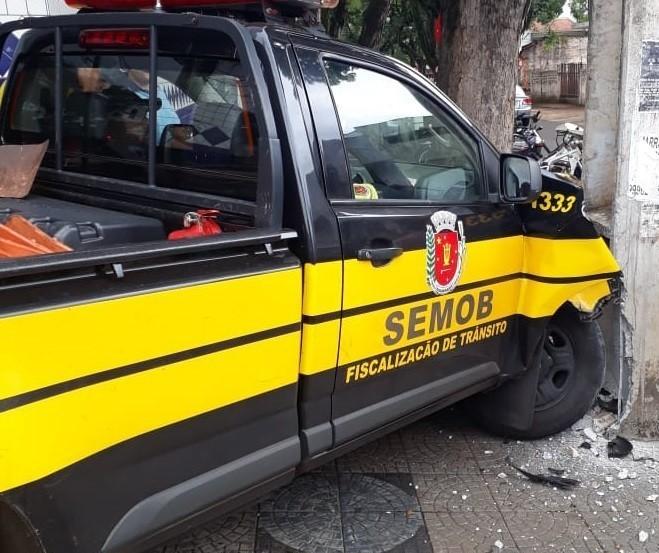 Veículo da Semob se envolve em acidente com moto em Maringá
