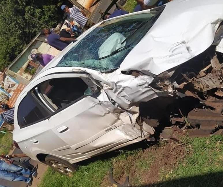 Colisão entre carro e trem deixa uma pessoa ferida