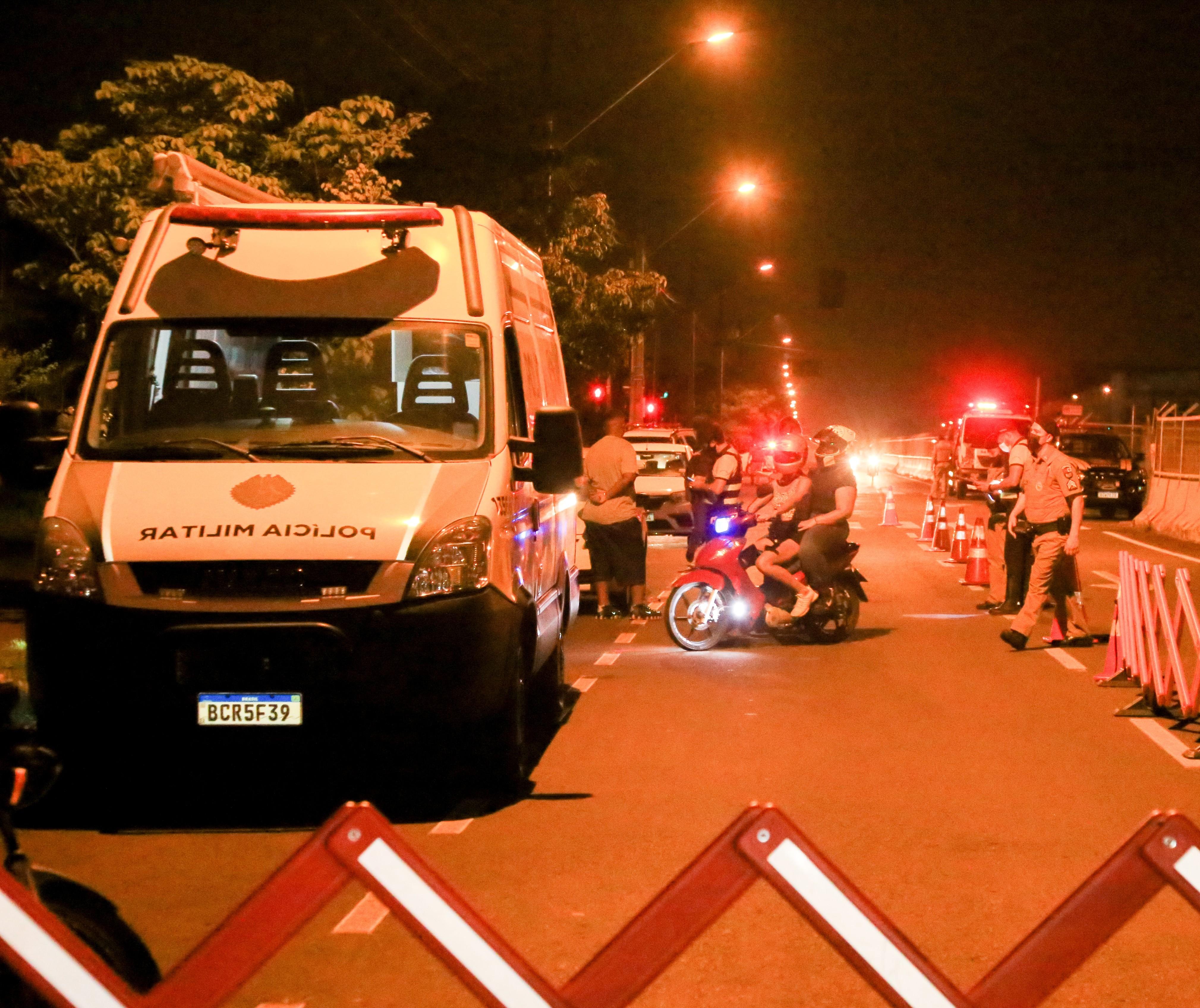 Operação Sossego flagra festa clandestina com centenas de pessoas