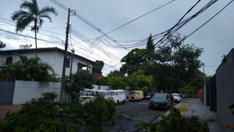 Cerca de 6 mil domicílios ficam sem energia em Maringá