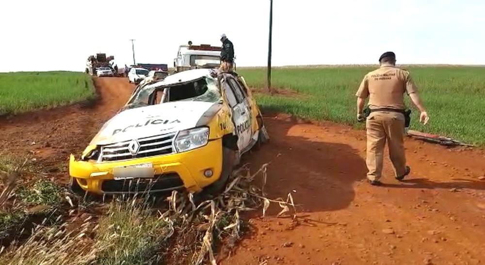 Policial fica ferido após capotar carro durante perseguição