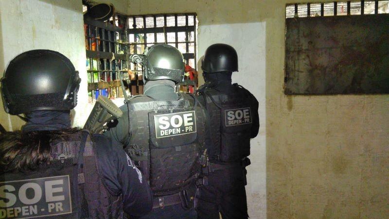 Agente é feito refém durante princípio de motim em cadeia