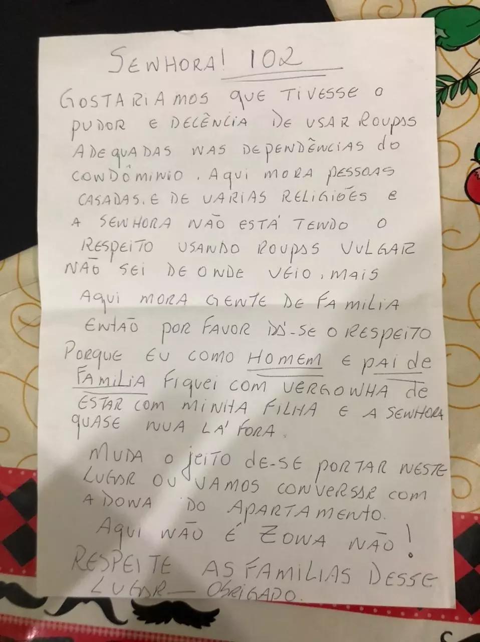 Carta pede que moradora use roupas 'adequadas' nas dependências do condomínio.