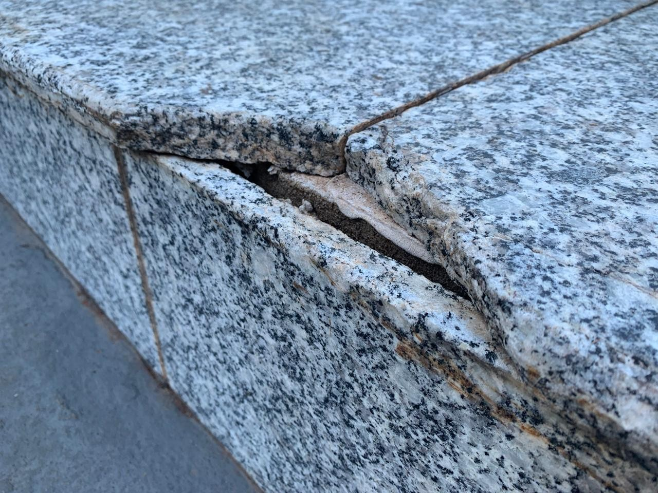 Granito quebrado pela prática de skate no local – Foto: Fábio Guillen/GMC Online