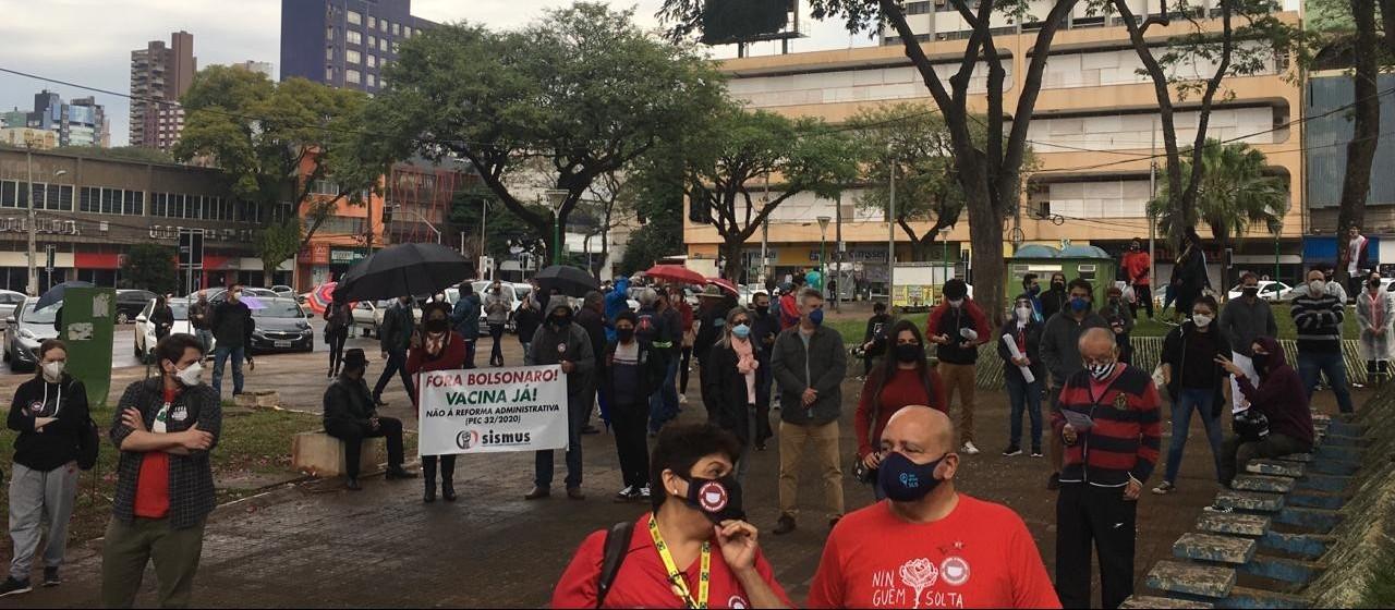 Manifestantes protestam contra governo federal e pedem mais vacinas