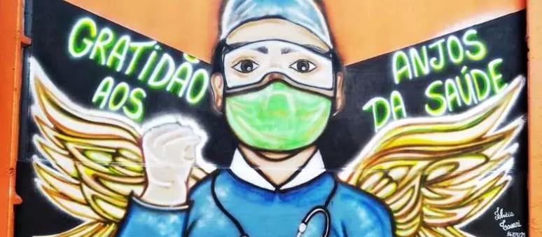 Artista da região faz pintura ao lado de hospital em homenagem aos 'anjos' da saúde