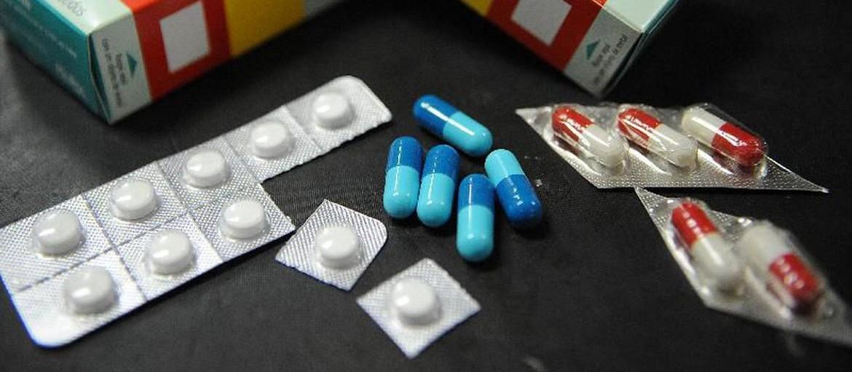 Ouvinte pergunta por que medicamentos prescritos para crianças e pacientes com suspeita de Covid são entregues no mesmo local, em Maringá
