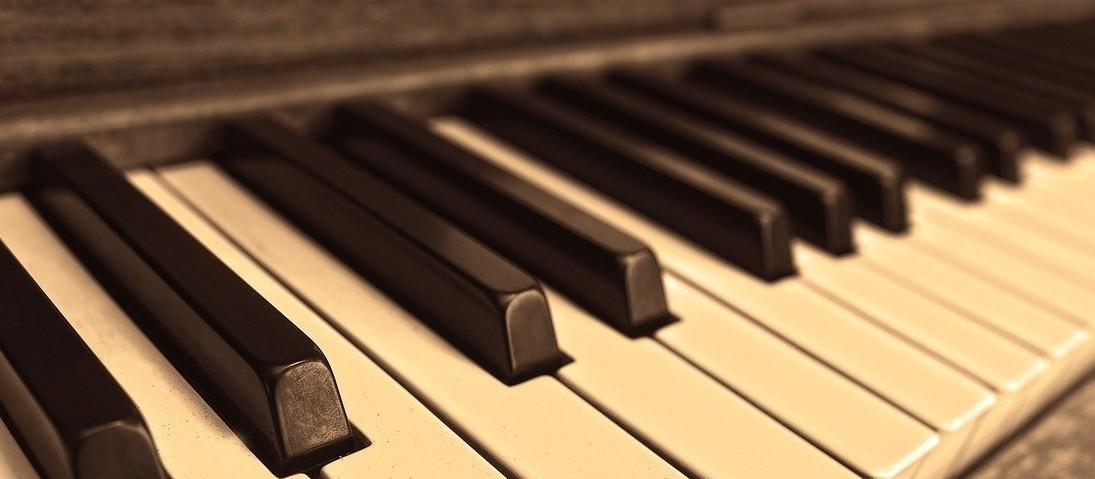 Autorizado pela Prefeitura, setor musical se adapta na noite em Maringá
