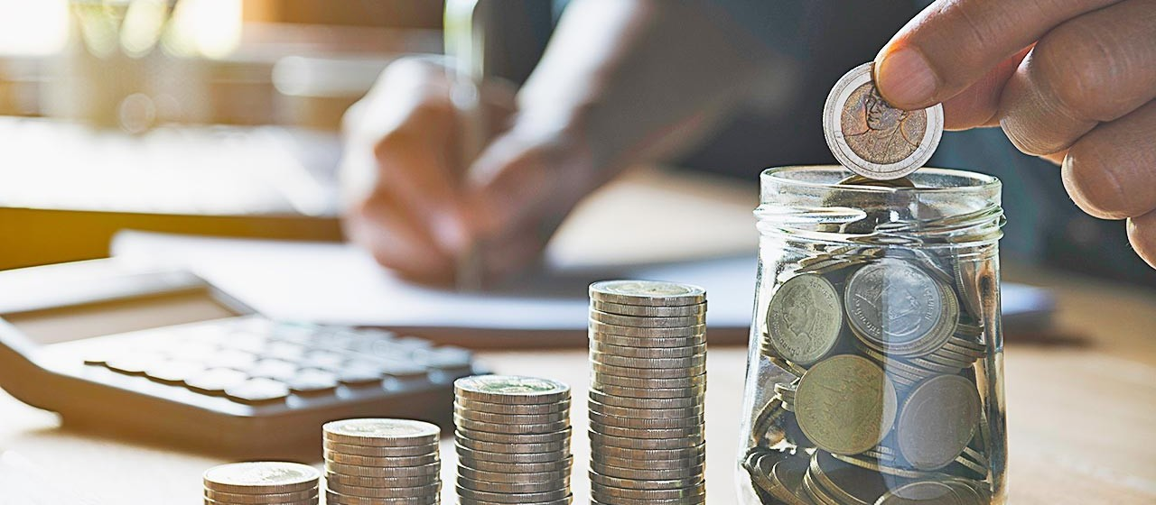 Em uma economia em crise, guardar dinheiro é fundamental