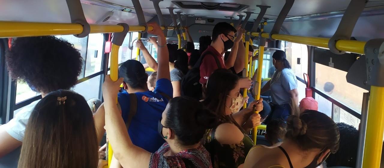 Usuários do transporte coletivo reclamam de lotação