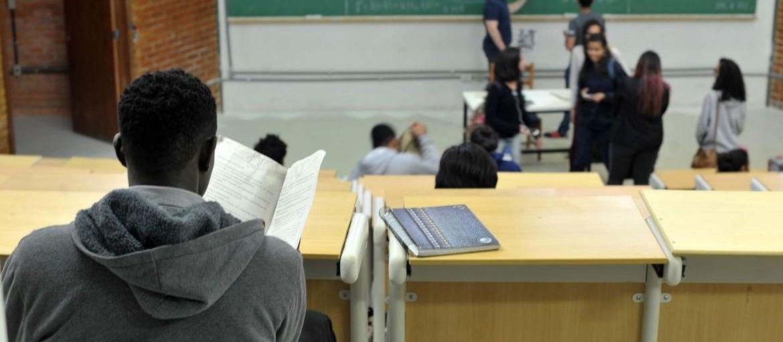Os desafios dos universitários que moram sozinhos
