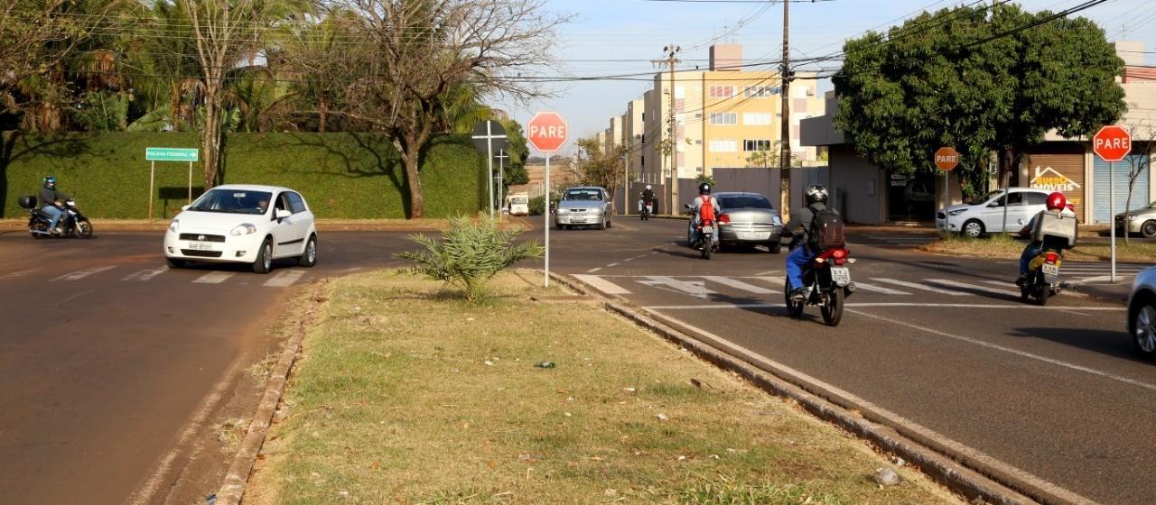 Para instalar semáforos, cruzamento da Polícia Federal é interditado