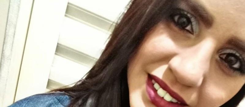 Mulher é morta a tiros no quintal de casa