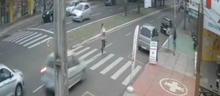 Avô que foi atropelado na faixa de pedestres com a neta morre em Maringá
