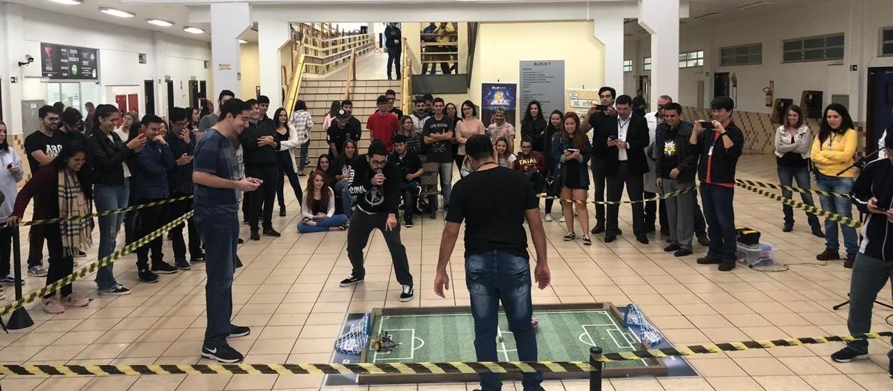 Campeonato coloca em campo técnicas de robótica