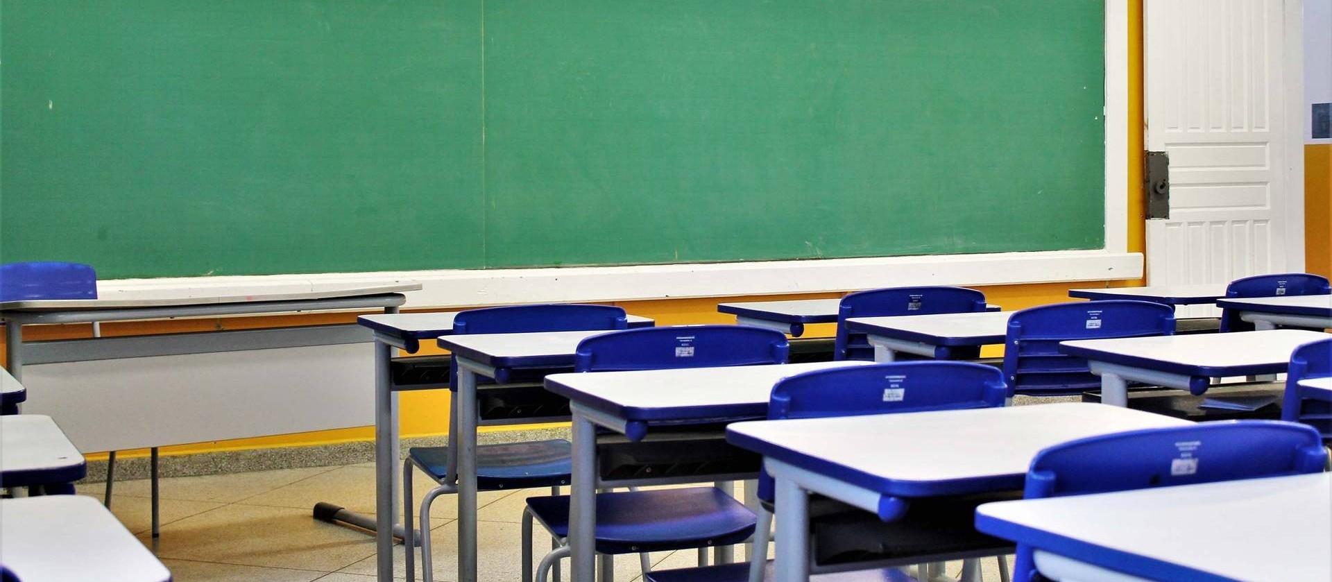 Escolas da rede estadual de ensino vão voltar às aulas presenciais no dia 10 de maio