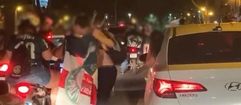 Torcedores fazem festa e aglomeração após título do Palmeiras
