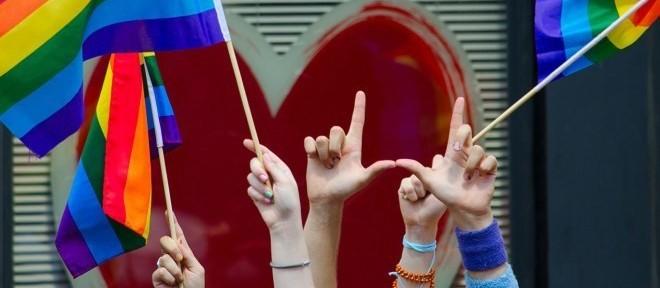 Parada LGBT ocorre em Maringá no domingo (19)