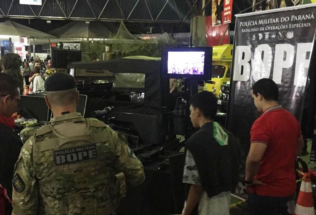 Simulador policial da Rotam atrai centenas de visitantes