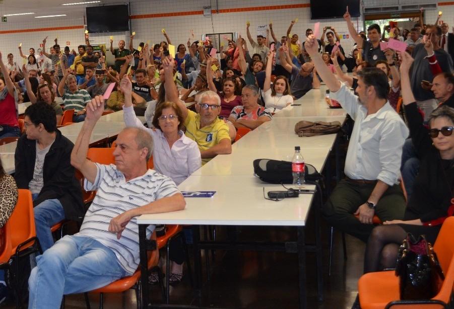 Sindicatos aprovam indicativo de greve na UEM