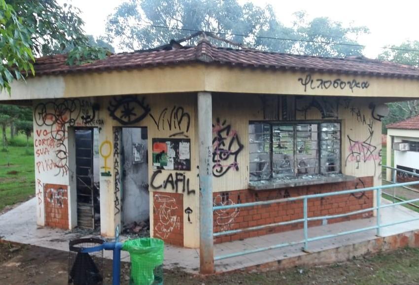 UEM vai investigar incêndio em quiosque da instituição