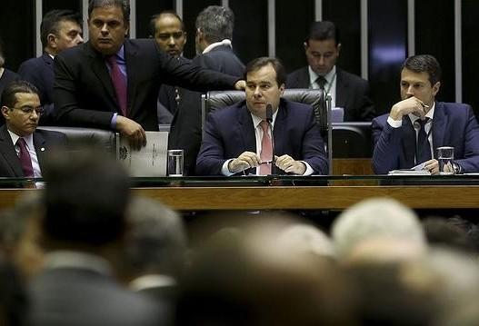 Rodrigo Maia quer instalar CCJ na terça-feira para votar Previdência
