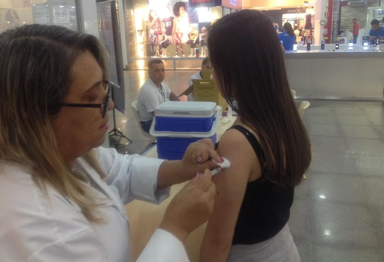 Postos volantes intensificam vacinação no fim de semana