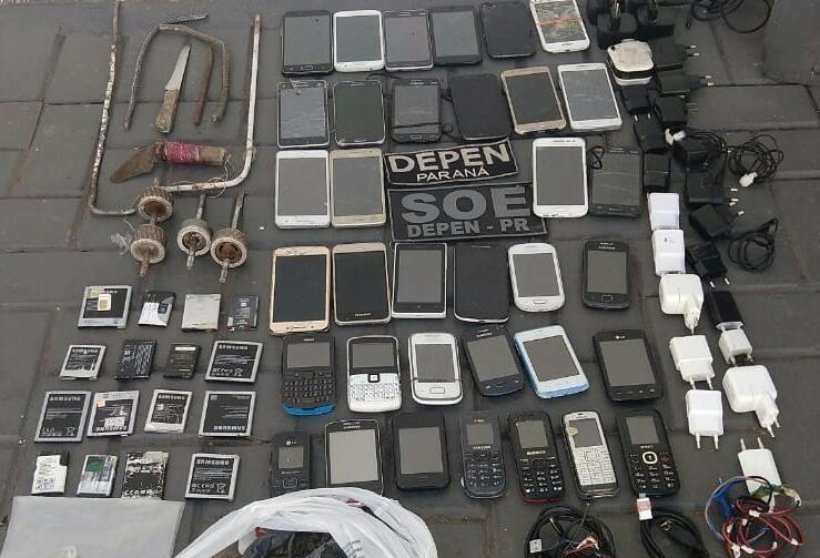SOE apreende 35 celulares em cadeia pública