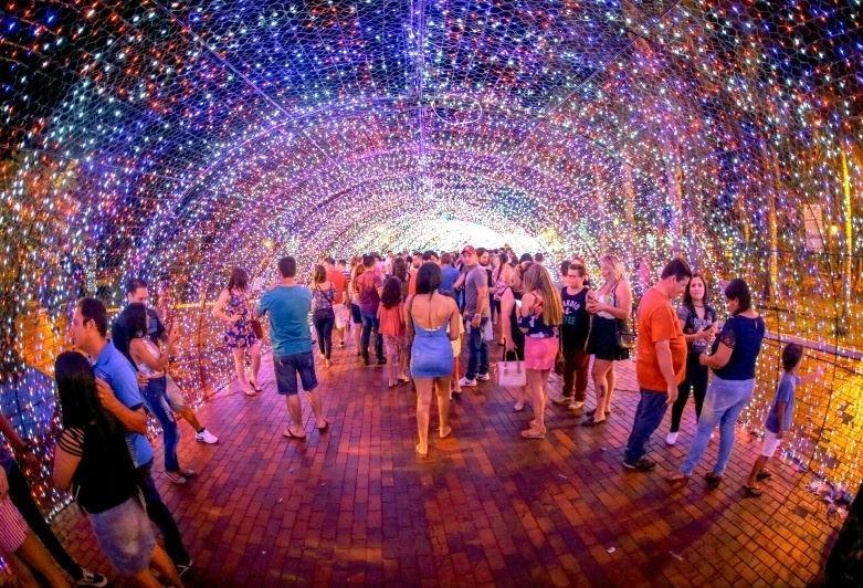 Natal: saiba as novidades do túnel de luz deste ano