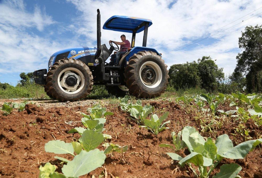 Programa Trator Solidário é destinado a pequenos produtores rurais
