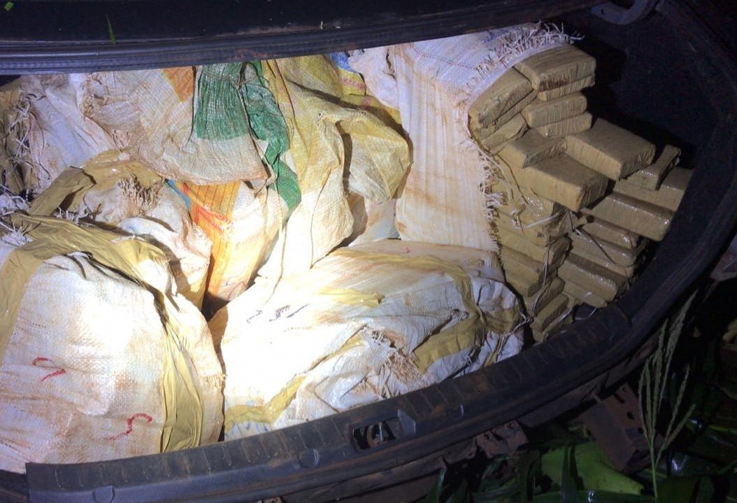 PRE apreende 173 Kg de maconha dentro de porta-malas