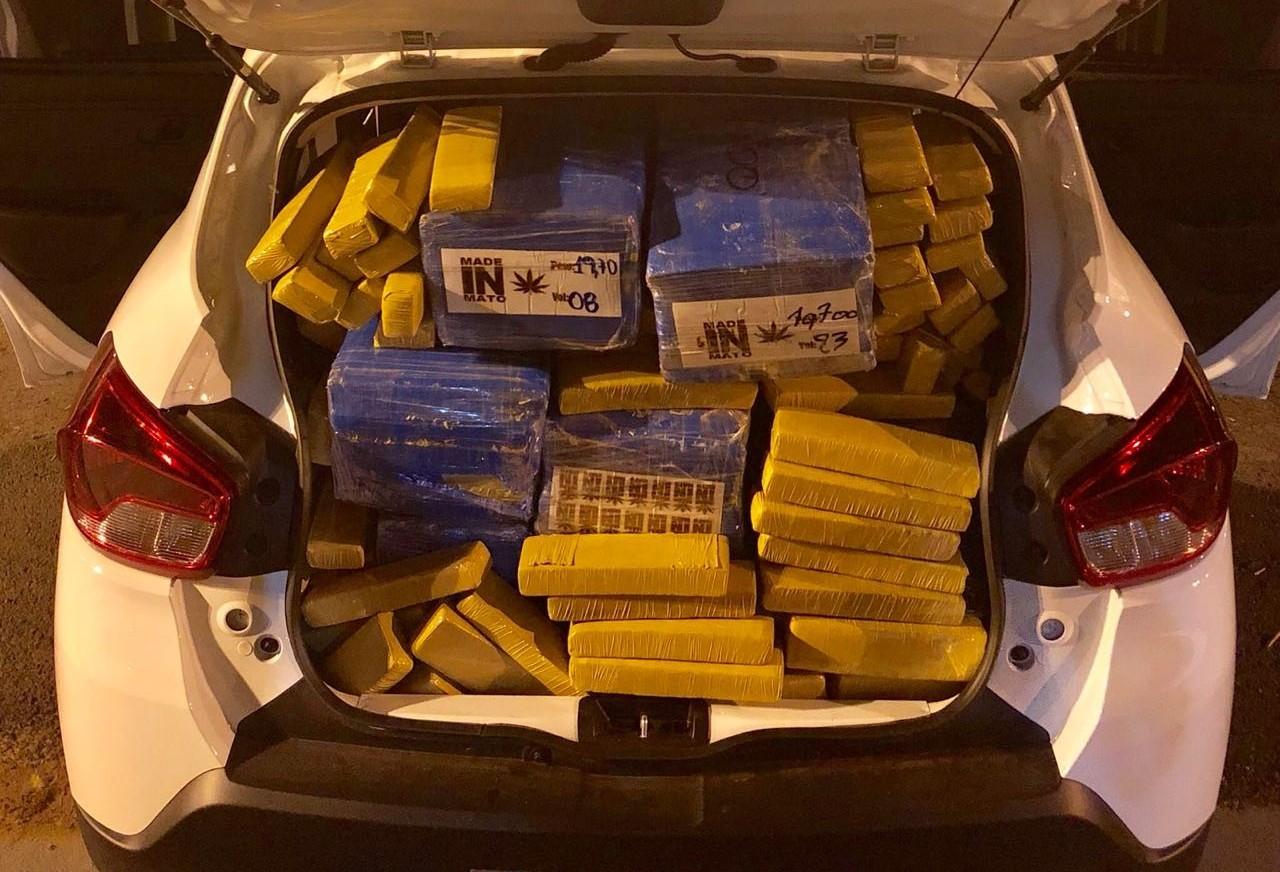 PRE apreende 318 kg de maconha na PR-323