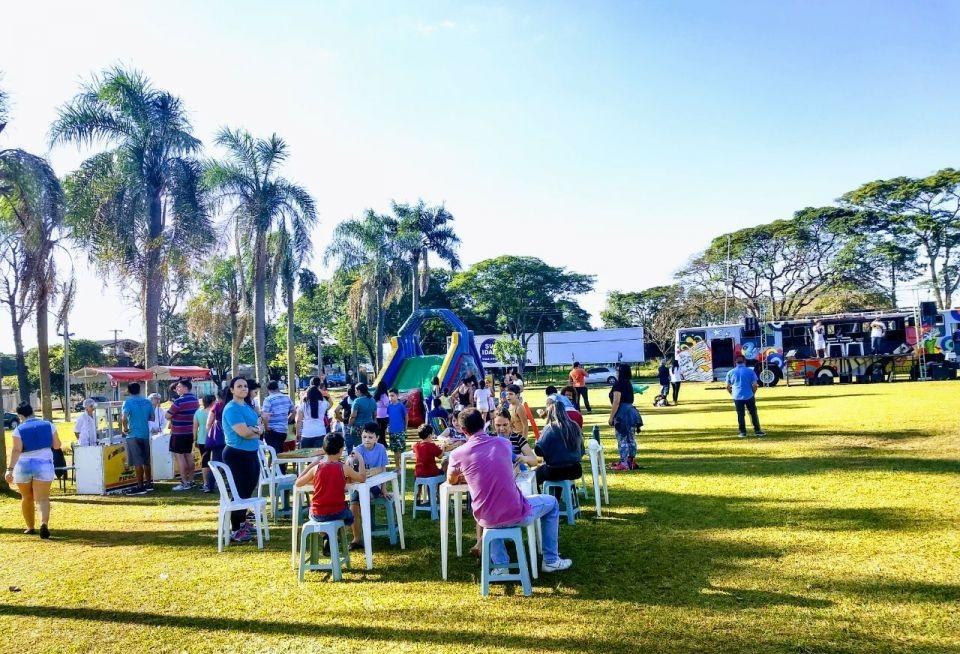 """Projeto """"Você na Praça"""", """"Teatro a Bordo"""" e Copa Paraná de Vôlei são atrações deste fim de semana em Maringá"""