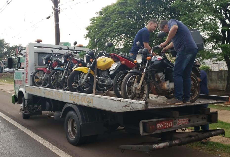 35 veículos são multados na Avenida Colombo em blitz da PRF