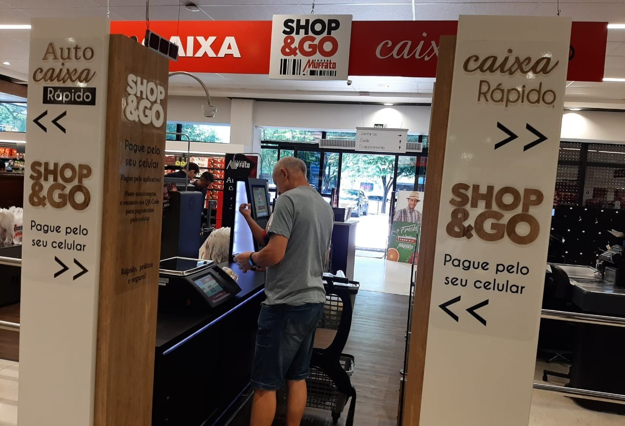 Rede de supermercados aposta em compra pelo celular