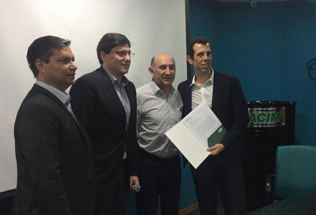 Secretário de Educação anuncia projetos e cobra participação da UEM