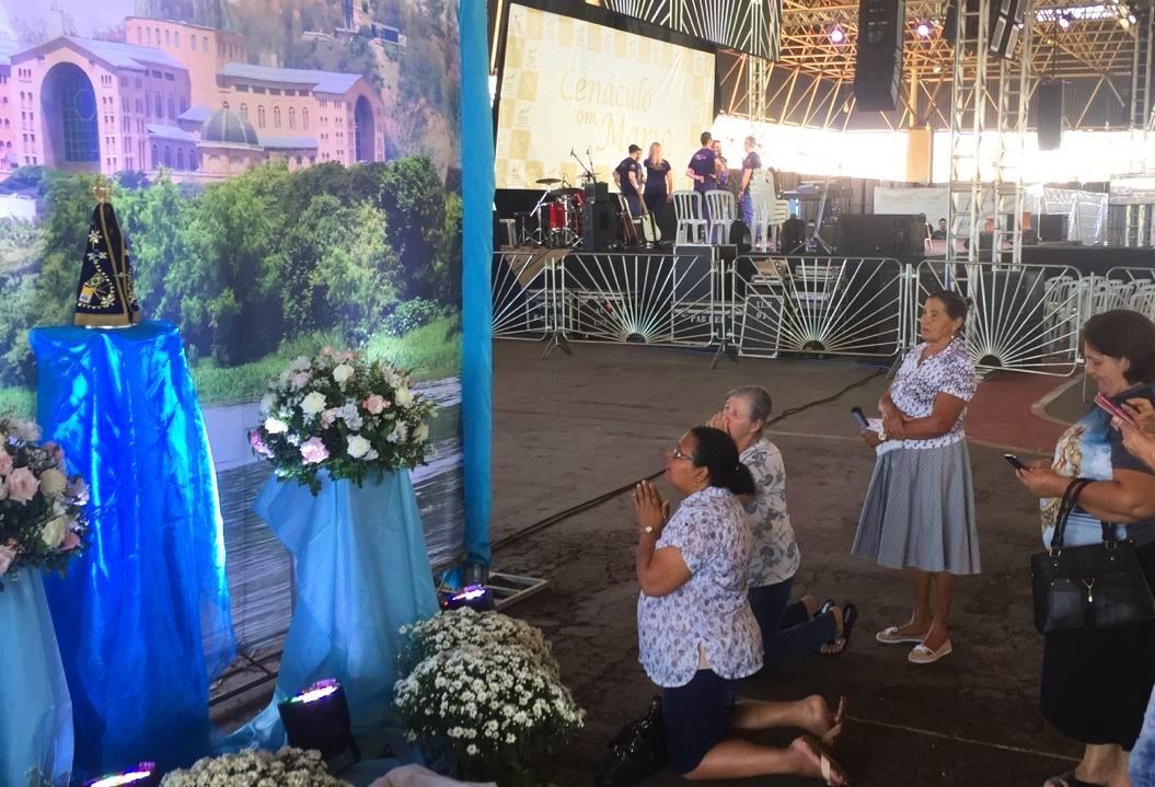 Cenáculo com Maria atrai fiéis de Maringá e região