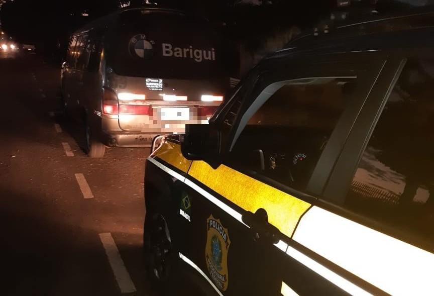 Veículo utilizado no transporte de presos estava com placa falsa
