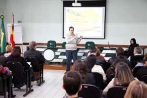 Prefeitos da região visitam laboratório de análises do Consórcio Intermunicipal de Saneamento em Maringá