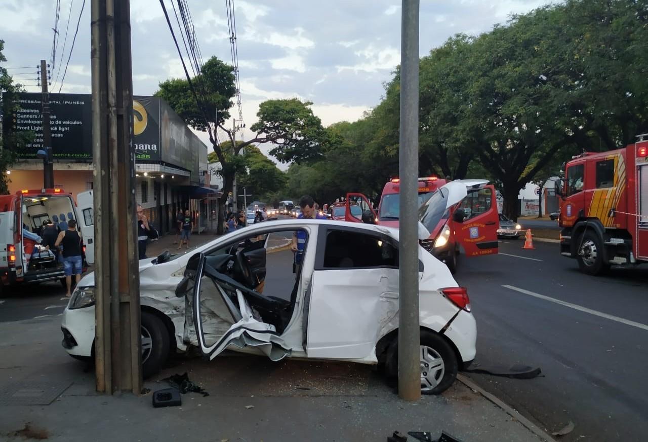 Uma pessoa morre e nove se ferem após acidente