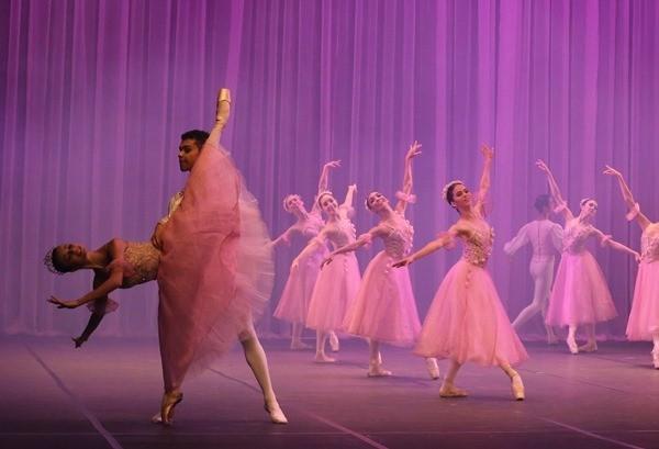 Escola de ballet realiza pré-seleção em Sarandi