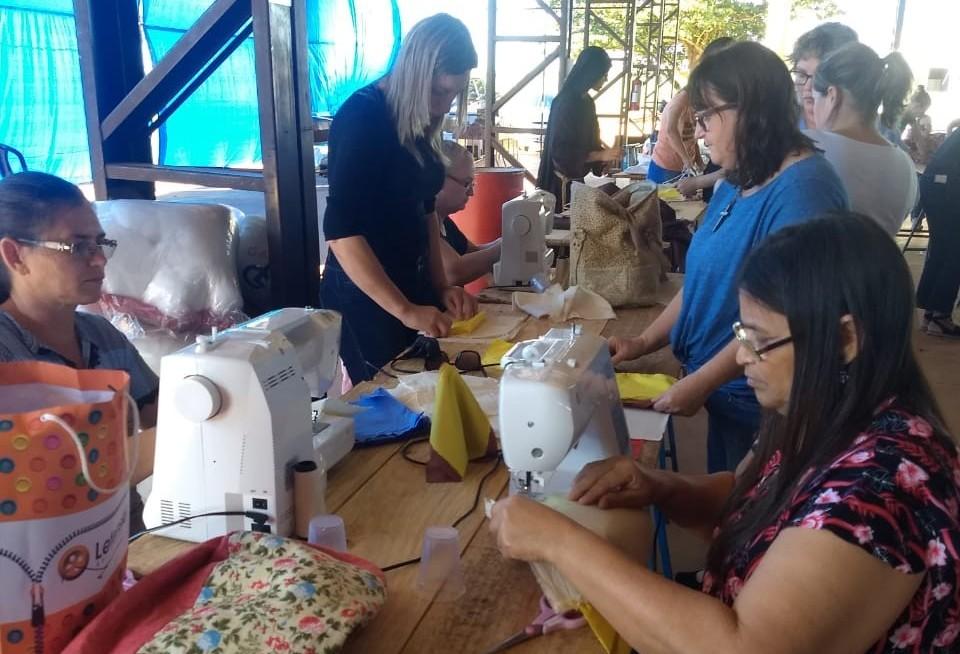 Mulheres de Campo Mourão vão enviar bonecas de pano para a África