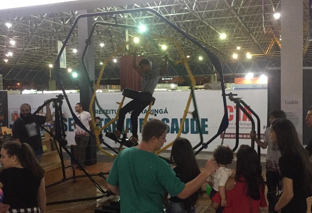 Giroscópio humano atrai interesse de visitantes na Expoingá