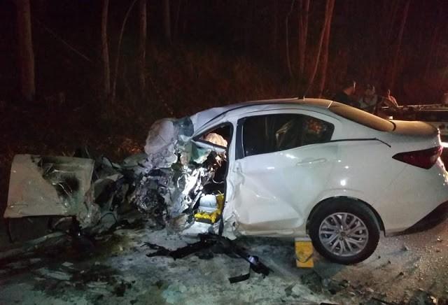 Jovem de 26 anos morre em acidente entre carro e caminhonete