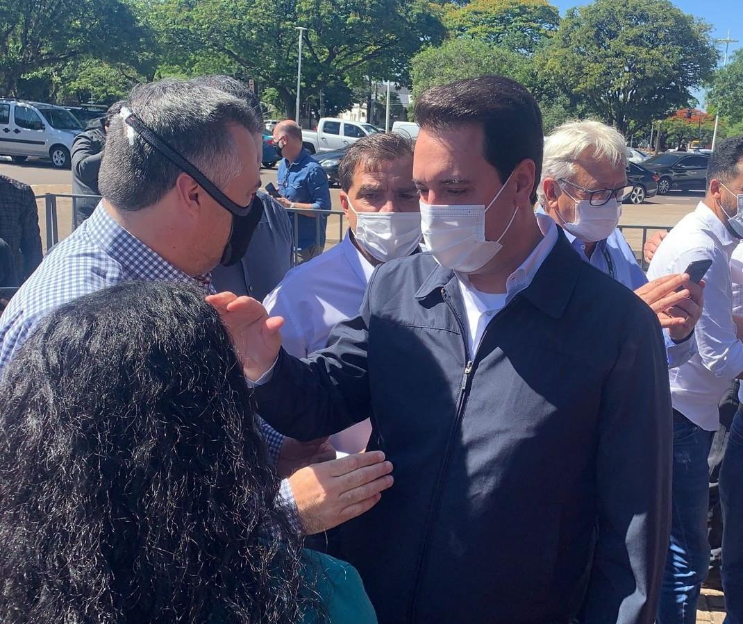 """""""Não temos pressa para tirar a máscara"""", diz governador"""