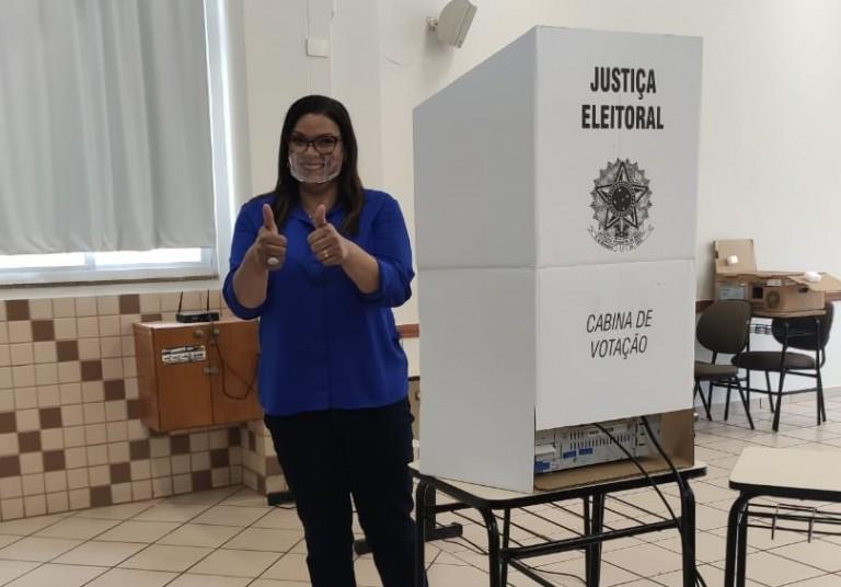 Coronel Audilene vota na Unicesumar
