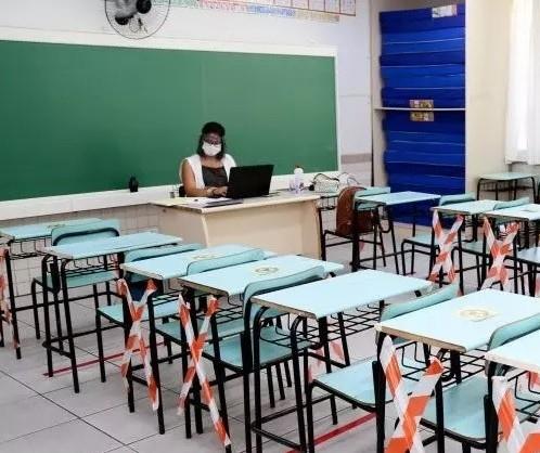 Servidores decidem que retorno às aulas presenciais só em setembro