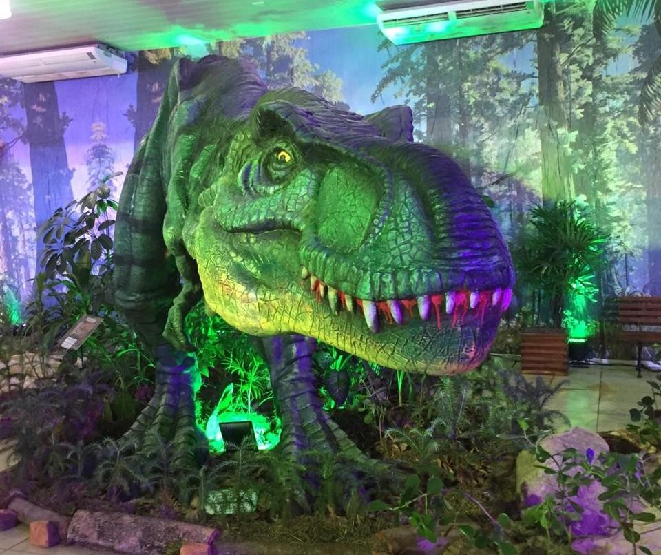 Pavilhão onde estão o Museu do Dinossauro e a Expo Pet  tem grande público na Expoingá