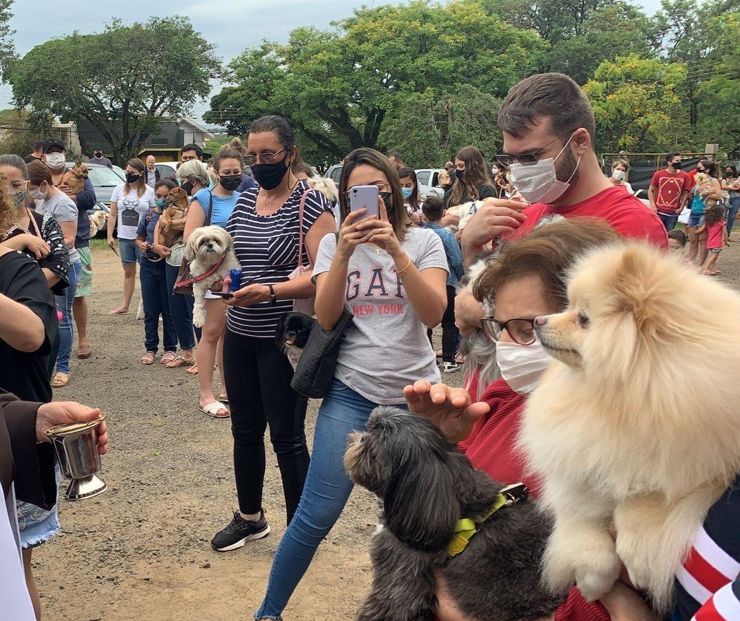 Pets recebem benção de São Francisco de Assis em Maringá