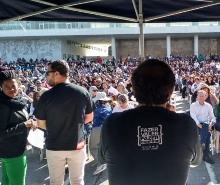 Professores estaduais decidem suspender greve